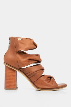 Sandalia tacón bruna de cuero